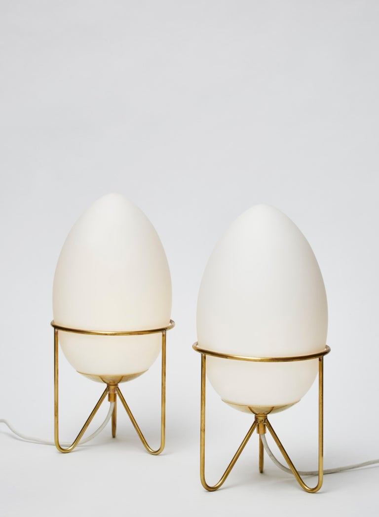 Modern Pair of Small Eggs Looking Table Lamps with Brass Feet For Sale