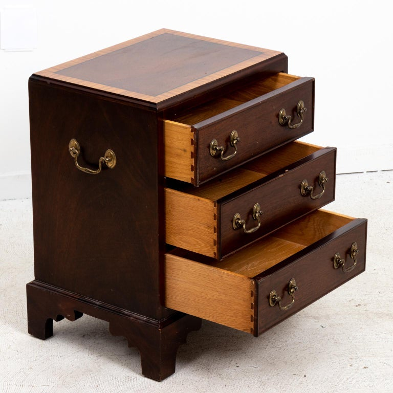 Pair of Small Mahogany Three-Tier Chest of Drawers For Sale 3