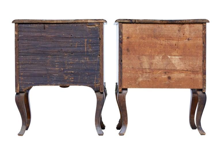 Paar Kleine Continental Walnuss-Kommoden des Mittleren 19. Jahrhundert 4