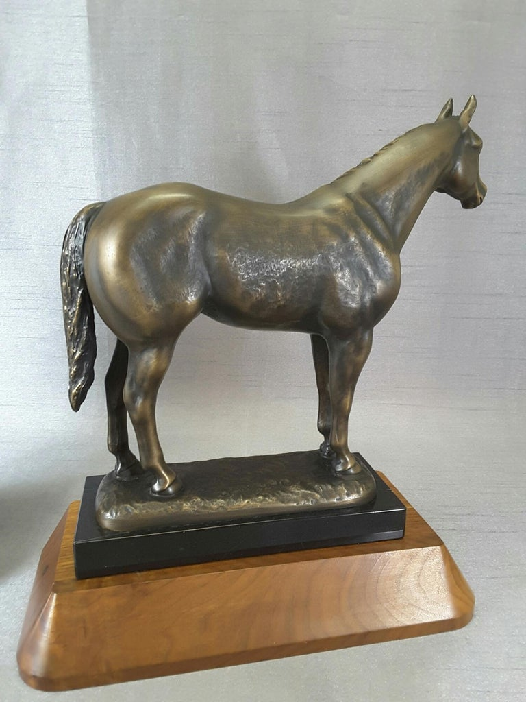 Pair of Solid Bronze American Quarter Horses on Marble and Walnut Bases In Good Condition For Sale In Ottawa, Ontario