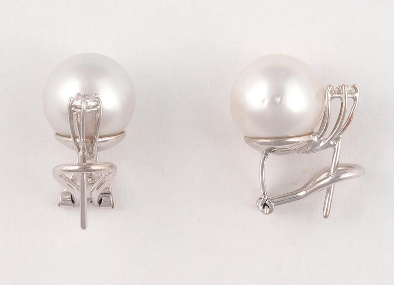 Brilliant Cut Pair of South Sea Cultured Pearl Diamond and 18 Karat White Gold Earrings For Sale