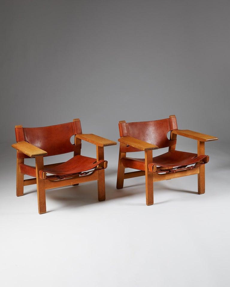 For fredericia stolefabriken, Denmark, 1950's. Solid oak and original congnac leather.  Measures: H: 60 cm/ 1' 11