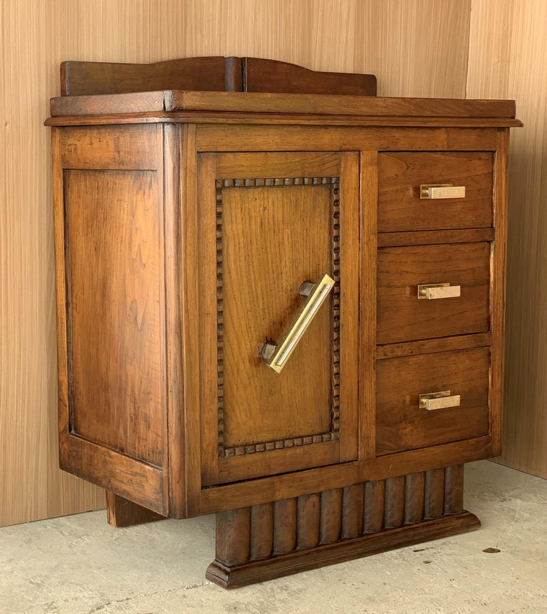 Pair of Spanish Art Deco Heavily Hand Carved Bedside Tables Nightstands, 1920s In Good Condition For Sale In Miami, FL