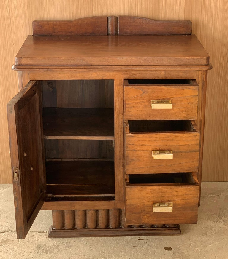 20th Century Pair of Spanish Art Deco Heavily Hand Carved Bedside Tables Nightstands, 1920s For Sale