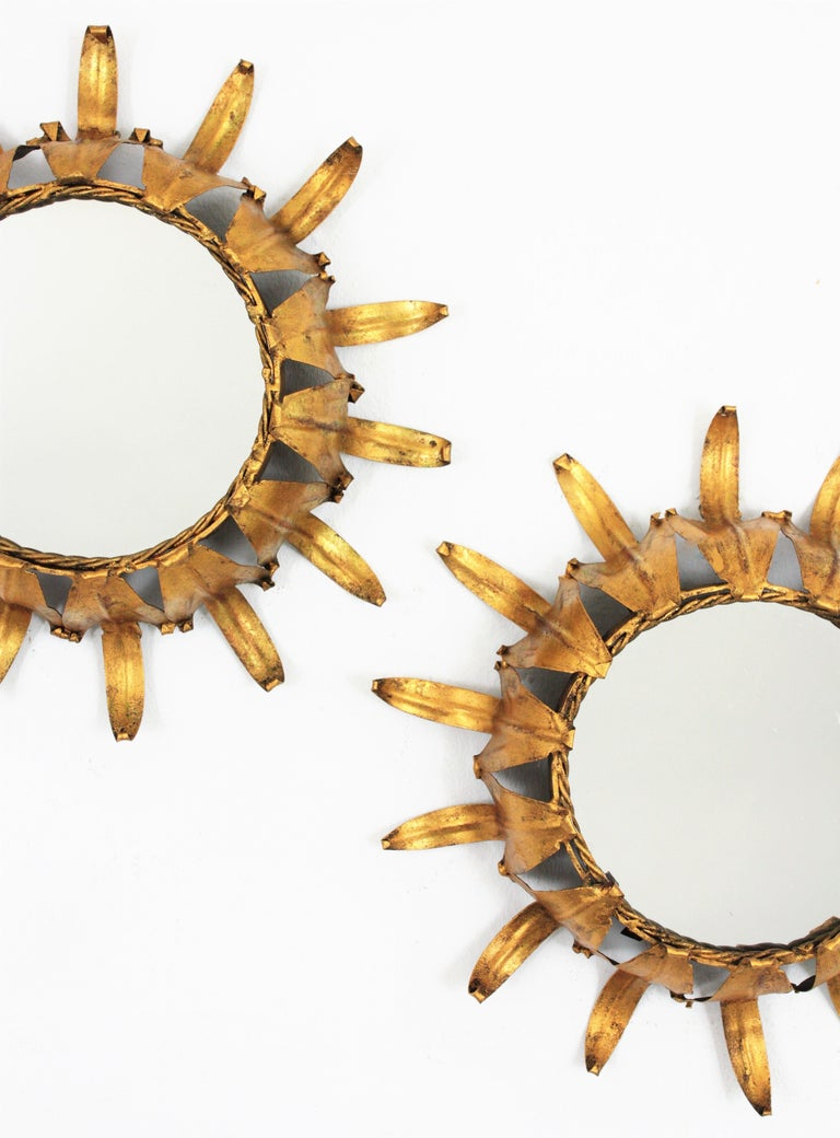 Pair of Spanish Mid-20th Century Mini Sized Gilt Iron Wall Sunburst Mirrors In Excellent Condition For Sale In Barcelona, ES