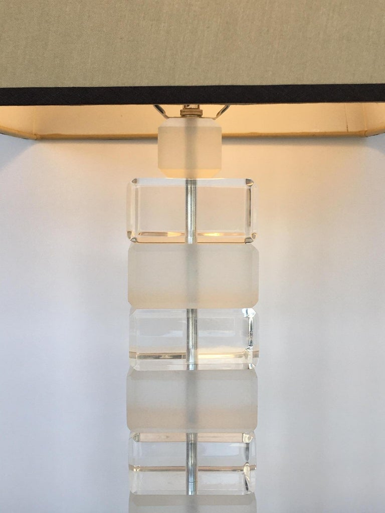Pair of Square Lucite Table Lamps In Good Condition For Sale In Los Angeles, CA