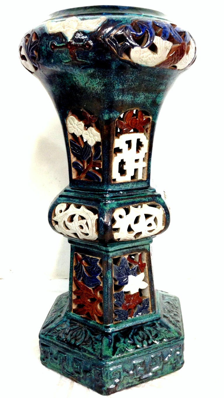 Pair Of Statuesque Ceramic Glaze Chinese Export Garden Pedestal Plant Stands In Good Condition For Sale In West Palm Beach, FL