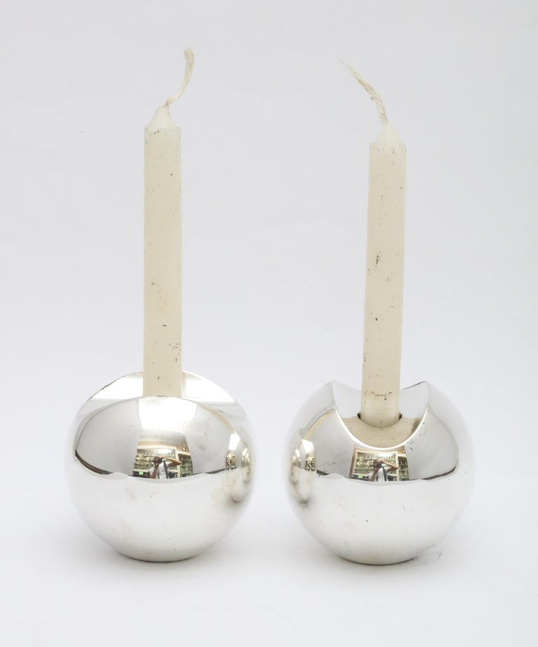 Swedish Pair of Sterling Silver Mid-Century Modern Candlesticks by Timo Sarpeneva For Sale