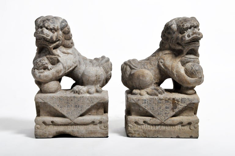 Pair of Stone Carved Fu Dog Pedestal In Good Condition For Sale In Chicago, IL