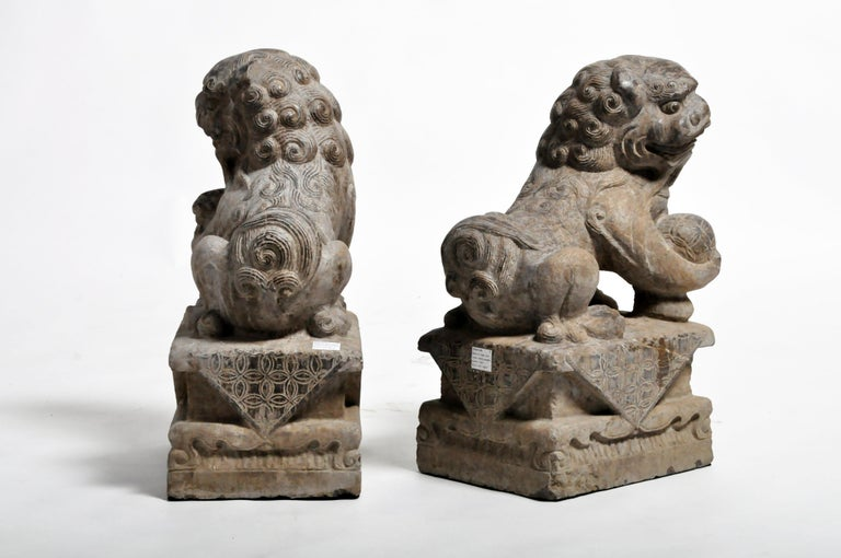 Pair of Stone Carved Fu Dog Pedestal For Sale 1