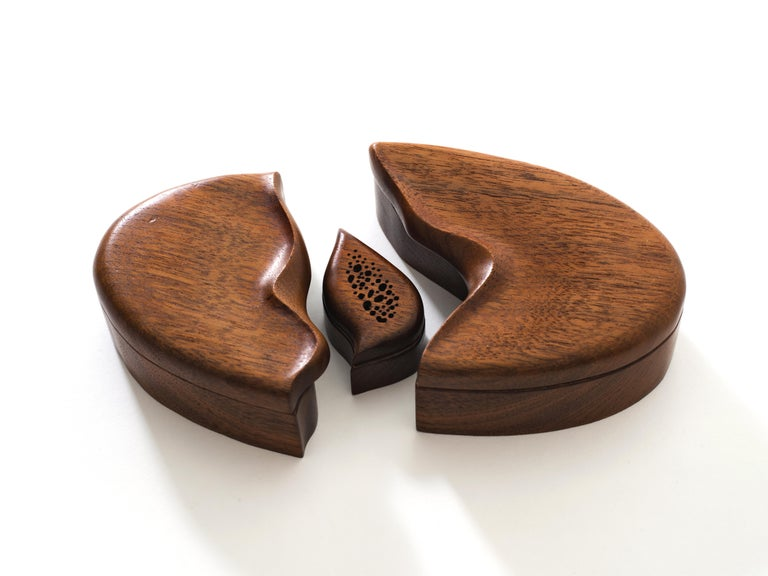 Pair of Studio Craft Solid Wood Nesting Boxes with Sculptural Lids, circa 1980 For Sale 4