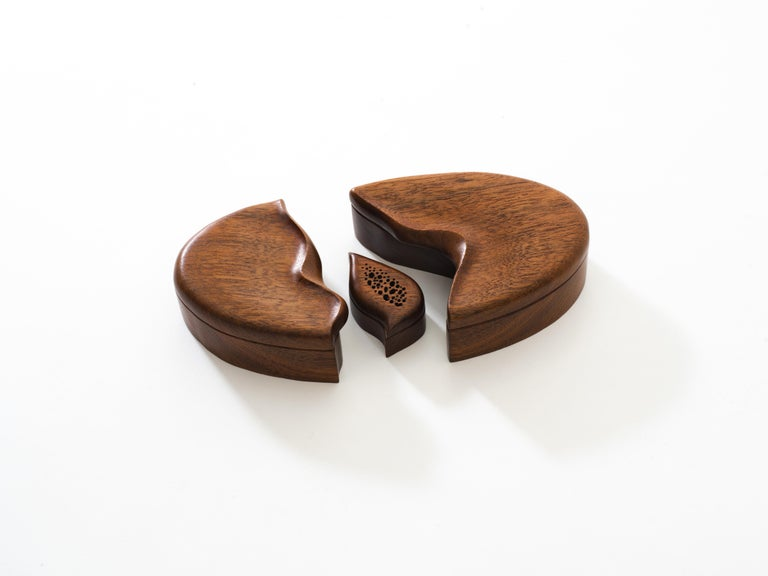 Pair of Studio Craft Solid Wood Nesting Boxes with Sculptural Lids, circa 1980 For Sale 2