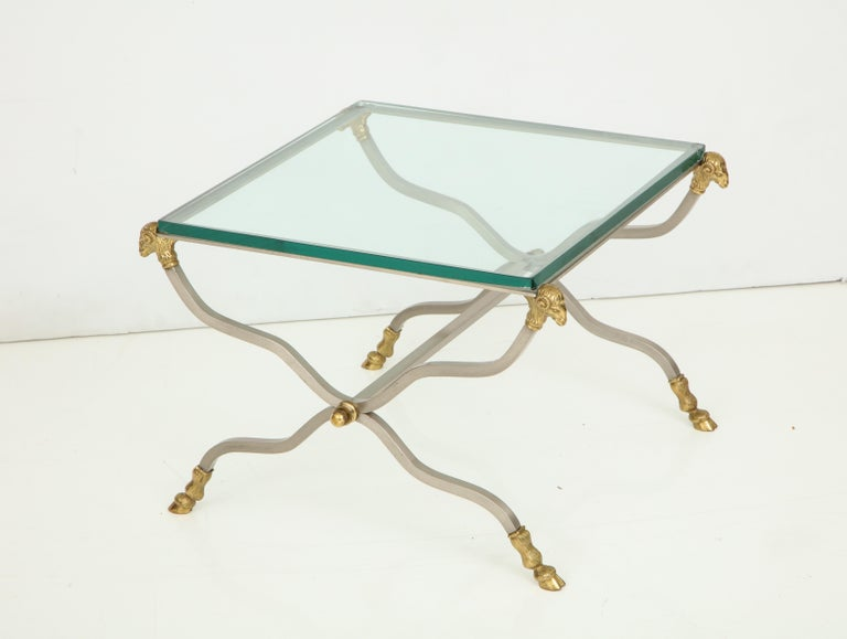 Pair of Stylish Brass End Tables In Good Condition For Sale In Mt. Kisco, NY