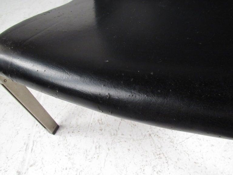 Pair of Stylish Italian Modern Armchairs For Sale 10