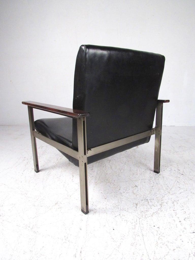 Mid-20th Century Pair of Stylish Italian Modern Armchairs For Sale