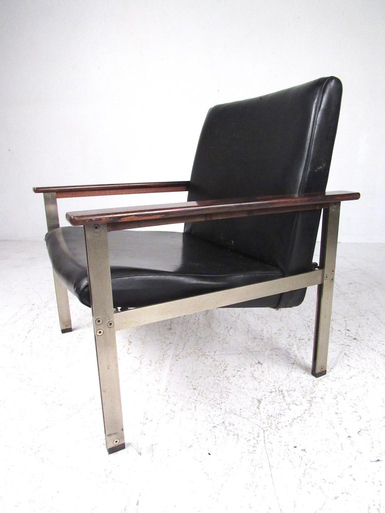 Rosewood Pair of Stylish Italian Modern Armchairs For Sale