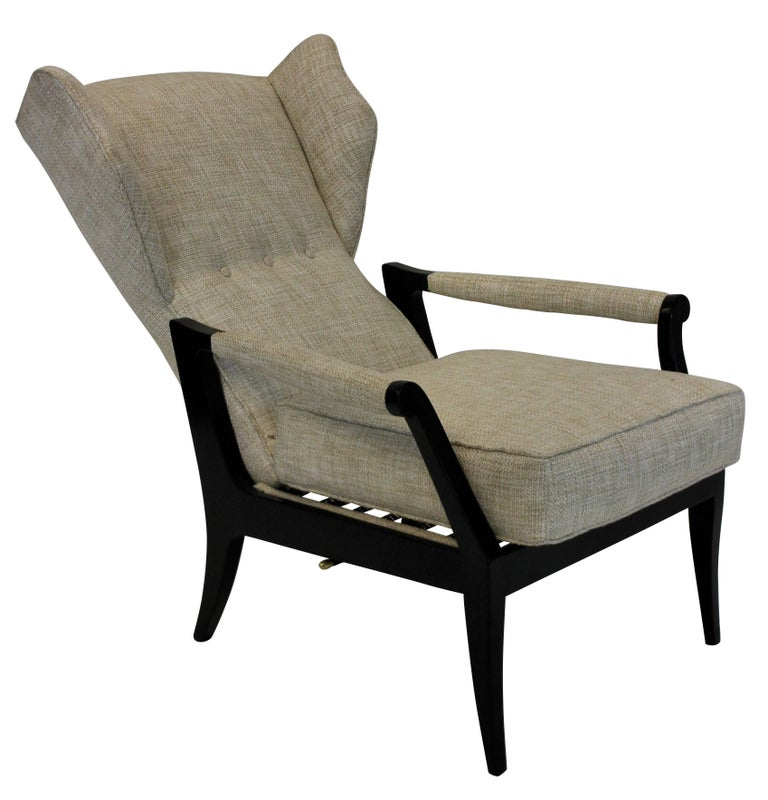 Pair of Stylish Italian Reclining Armchairs In Excellent Condition For Sale In London, GB