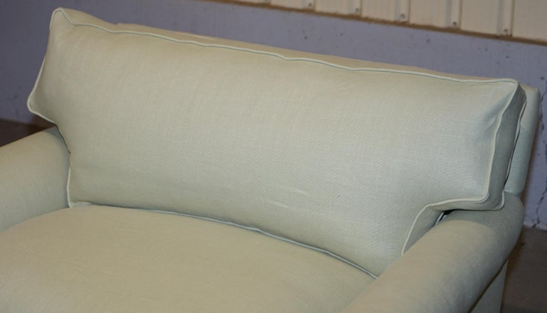 Hand-Carved Pair of Sublime George Smith Signature Scroll Arm Love Seat Armchairs Linen For Sale