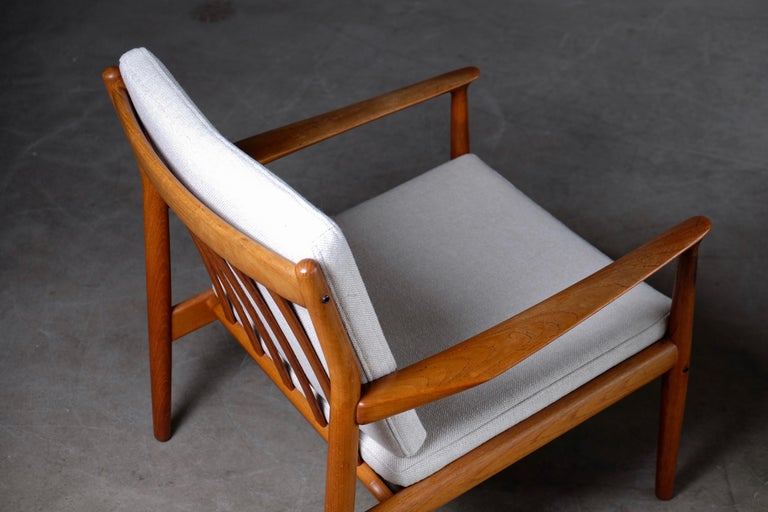 Pair of Svend Aage Eriksen Easy Chairs, Denmark, 1960s For Sale 4