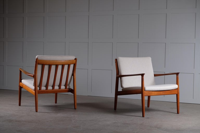 Pair of Svend Aage Eriksen easy chairs, Denmark, 1960s. Newly upholstered cushions in Hallingdal wool fabric from Kvadrat, Denmark.
