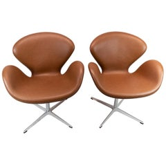 Pair of Swan Chairs, Model 3320, by Arne Jacobsen and Fritz Hansen