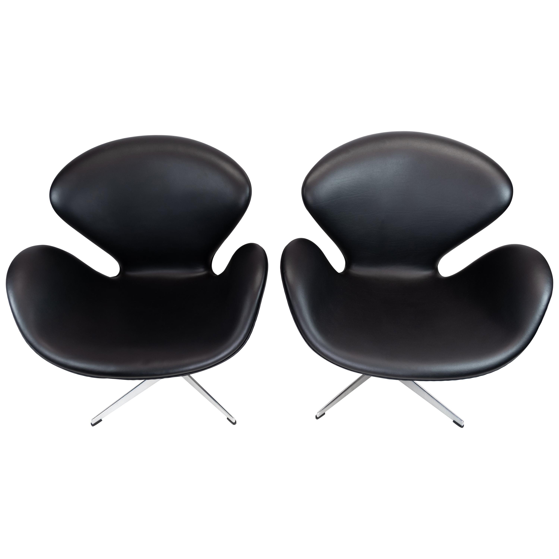Pair of Swan Chairs, Model 3320, Designed by Arne Jacobsen in 1958