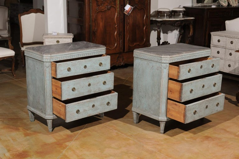 Wood Pair of Swedish 19th Century Gustavian Style Painted Chests with Waterleaf Motif For Sale