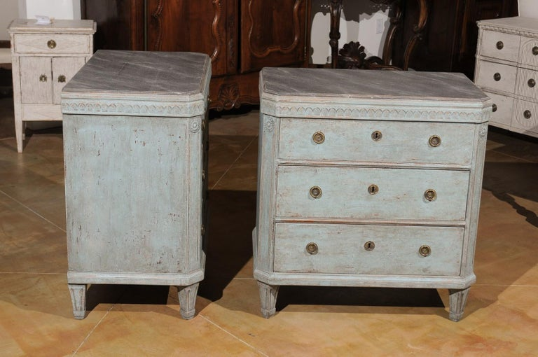 Pair of Swedish 19th Century Gustavian Style Painted Chests with Waterleaf Motif For Sale 3