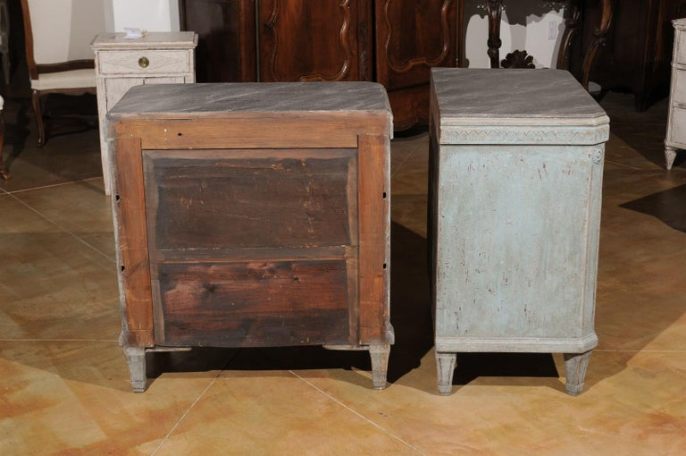 Pair of Swedish 19th Century Gustavian Style Painted Chests with Waterleaf Motif For Sale 4