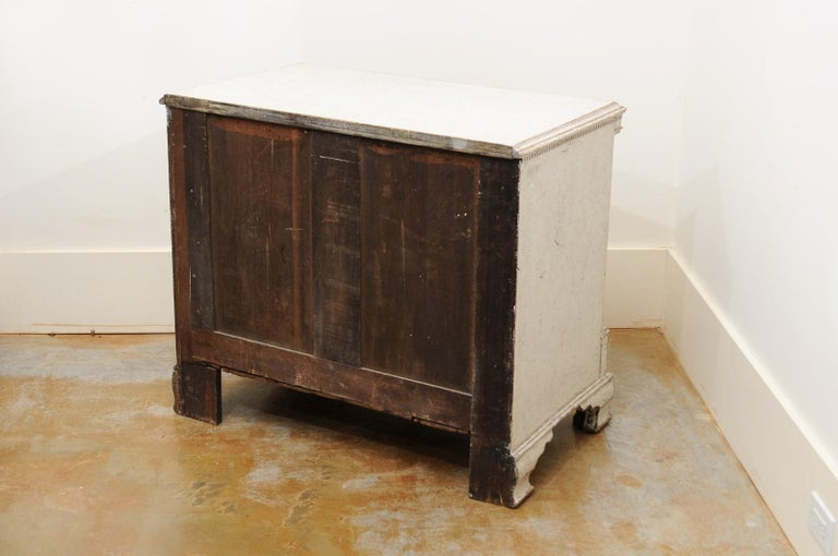 Pair of Swedish 19th Century Painted Three-Drawer Chests with Semi Columns For Sale 2
