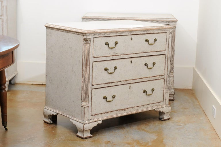 Pair of Swedish 19th Century Painted Three-Drawer Chests with Semi Columns For Sale 3