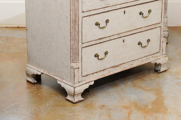 Pair of Swedish 19th Century Painted Three-Drawer Chests with Semi Columns For Sale 4