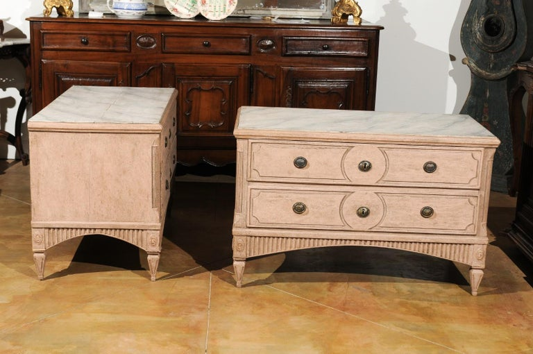 Pair of Swedish Gustavian Period 1790s Two-Drawer Chests with Soft Pink Color For Sale 1