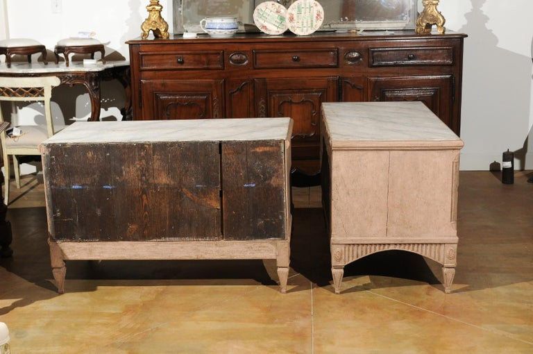 Pair of Swedish Gustavian Period 1790s Two-Drawer Chests with Soft Pink Color For Sale 3