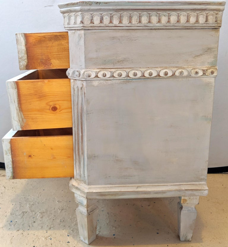 Pair of Swedish Paint Decorated End Tables or Nightstands For Sale 5