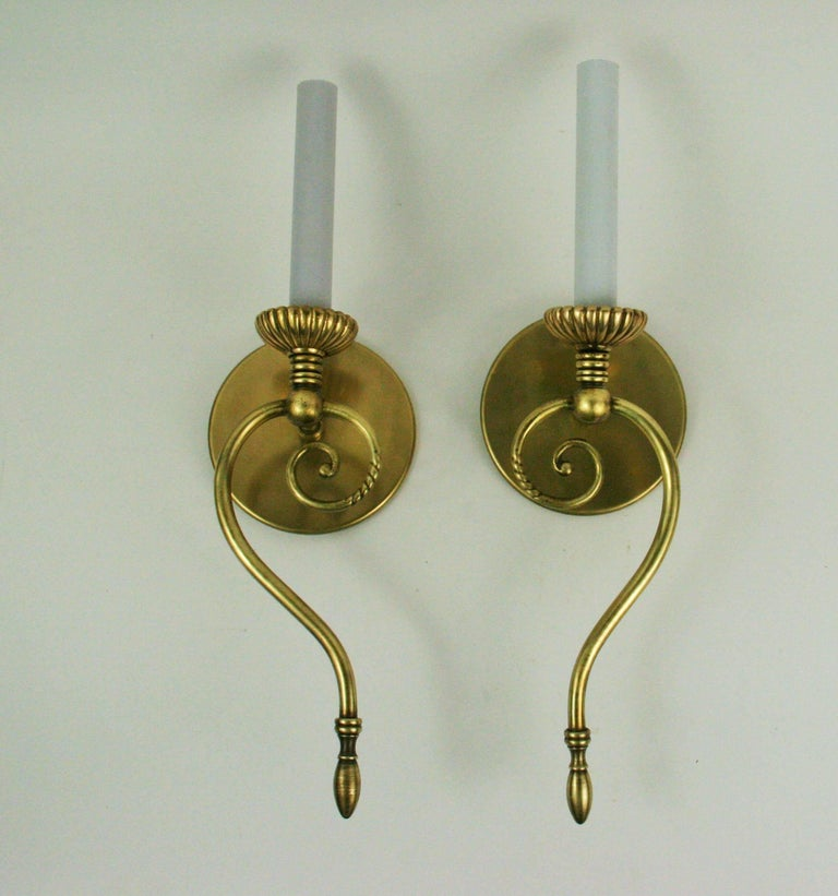 Pair of Swirled Brass Mid Century  Sconces In Good Condition For Sale In Douglas Manor, NY