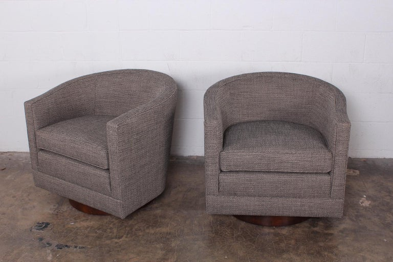 Pair of Swivel Chairs by Edward Wormley for Dunbar In Excellent Condition For Sale In Dallas, TX