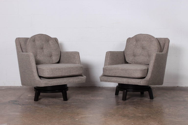 Pair of Swivel Chairs by Edward Wormley for Dunbar In Excellent Condition In Dallas, TX
