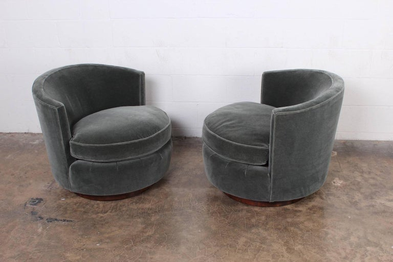 Mid-20th Century Pair of Swivel Chairs by Edward Wormley for Dunbar For Sale