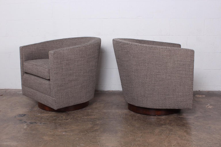 Late 20th Century Pair of Swivel Chairs by Edward Wormley for Dunbar For Sale