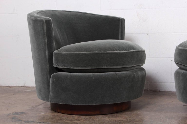Pair of Swivel Chairs by Edward Wormley for Dunbar For Sale 1