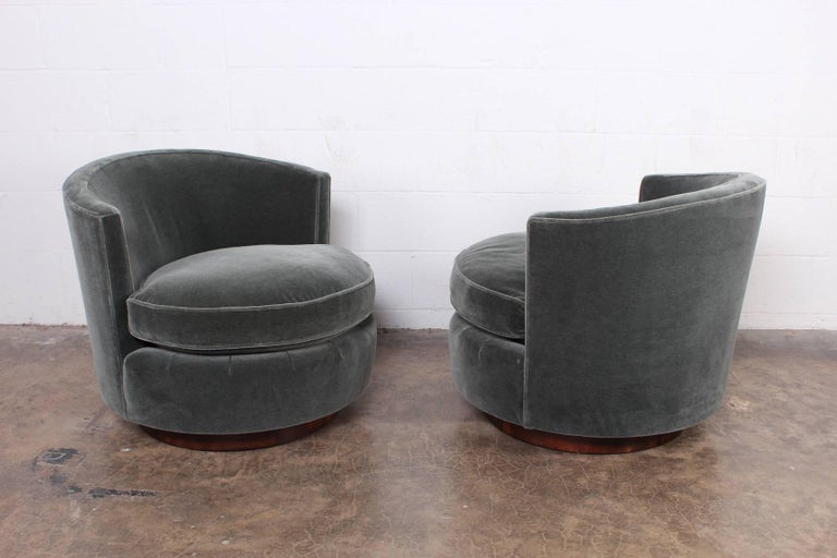 Pair of Swivel Chairs by Edward Wormley for Dunbar For Sale 3