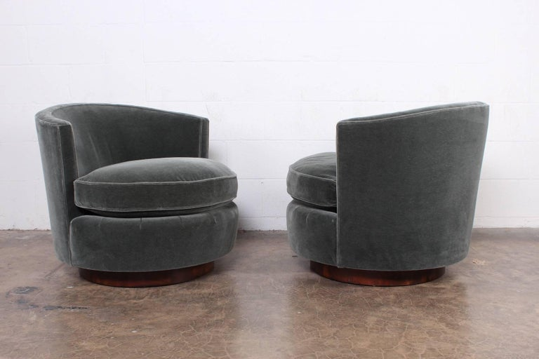 Pair of Swivel Chairs by Edward Wormley for Dunbar For Sale 4