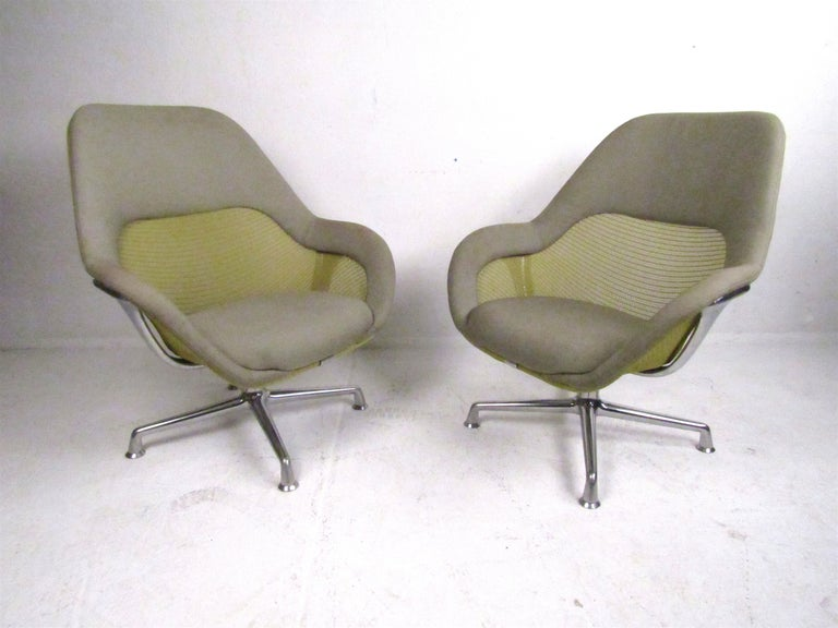 Modern Pair of Swiveling Conference Chairs by Coalesse For Sale