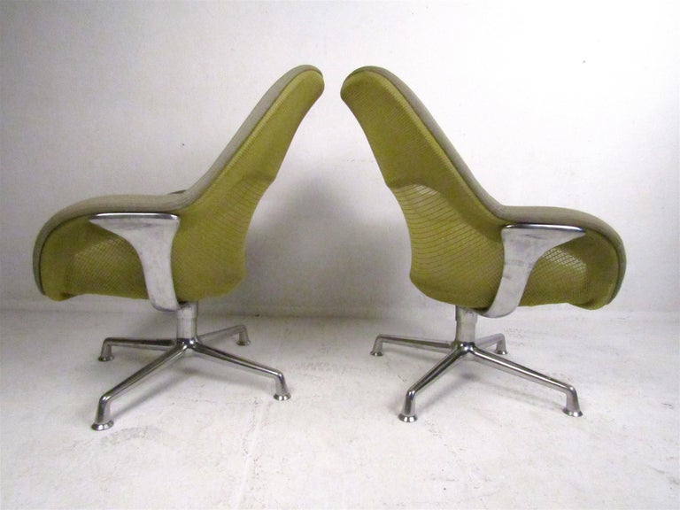 American Pair of Swiveling Conference Chairs by Coalesse For Sale