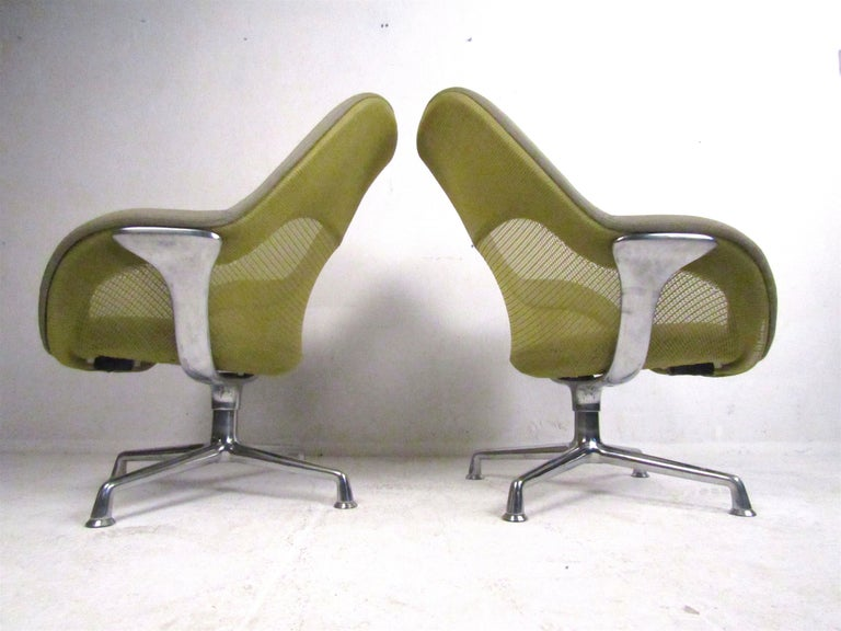 Pair of Swiveling Conference Chairs by Coalesse In Good Condition For Sale In Brooklyn, NY