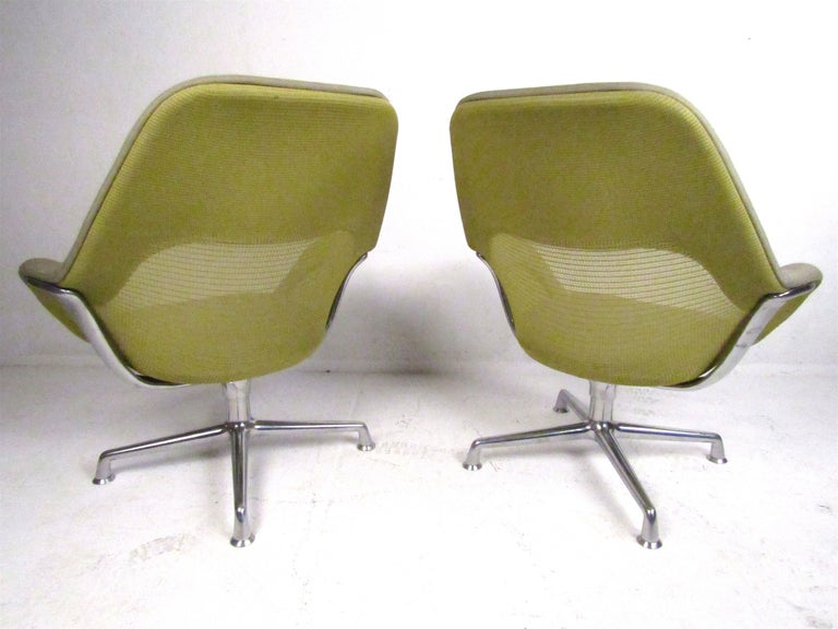 20th Century Pair of Swiveling Conference Chairs by Coalesse For Sale