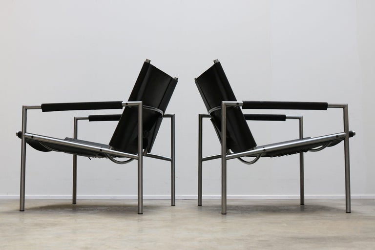 Mid-Century Modern Pair of Lounge Chairs by Martin Visser for Spectrum Black Leather Chrome For Sale