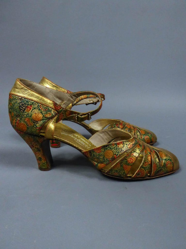 Brown Pair of T-bar golden Salome shoes for the ball Circa 1930