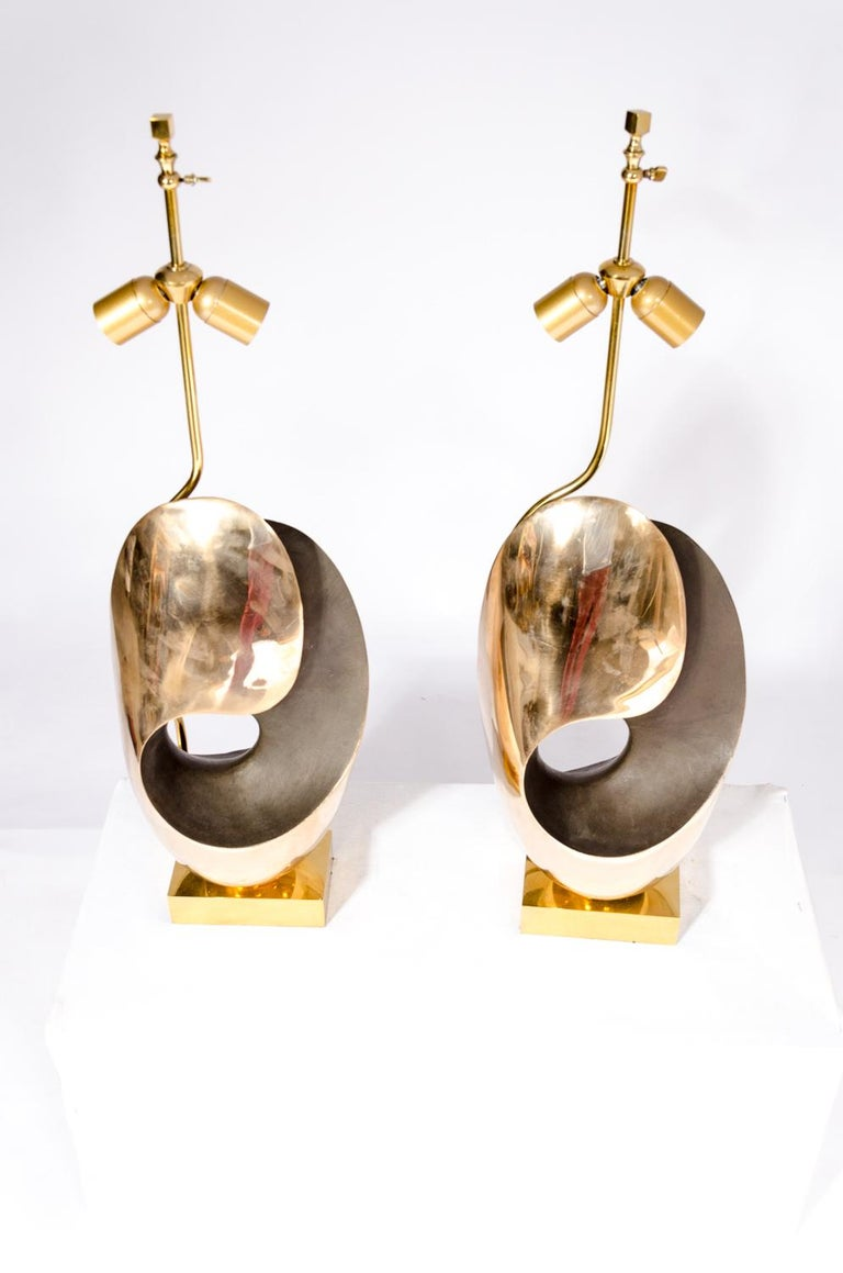 From the seventies comes this pair of table lamps in Bronze and brass inthe style of Willy Daro. The lamps received new electric al wires according to the latest safety standards.